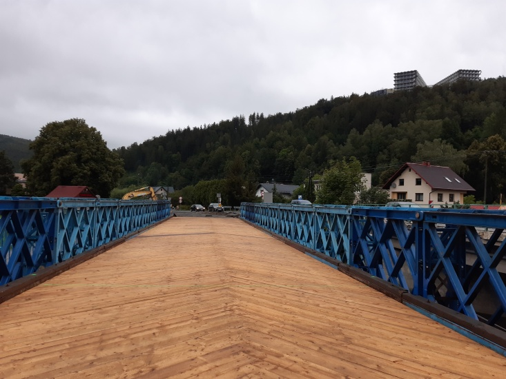 Lada dzień przez most tymczasowy