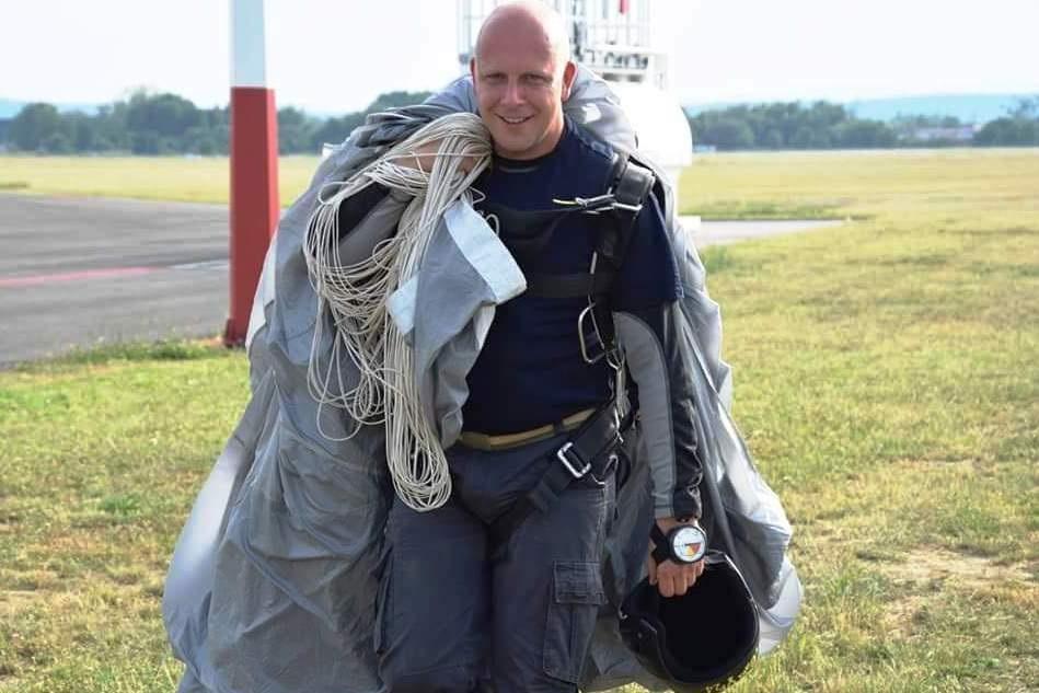 Dzielnicowy z Wisły został...spadochroniarzem