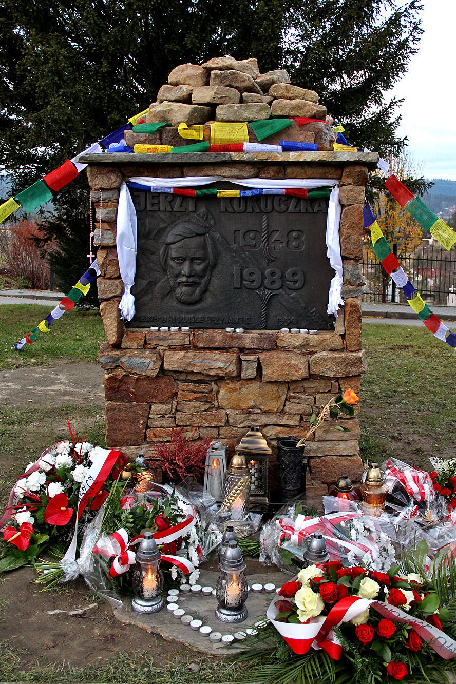 Jerzy Kukuczka uhonorowany pomnikiem w Istebnej