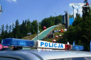Policjanci zabezpieczali zawody w skokach narciarskich