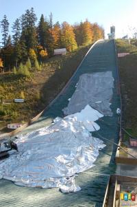 Na skoczni już śnieżą