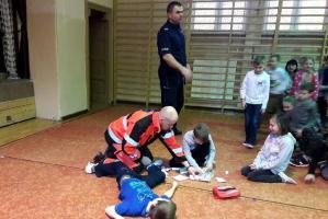 Dzielnicowy i ratownik uczą !